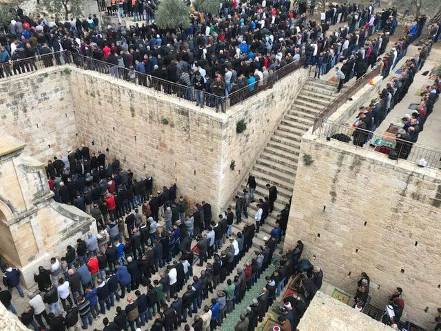 الأوقاف للنجاح: المقدسيون تزاحموا على فتح باب الرحمة
