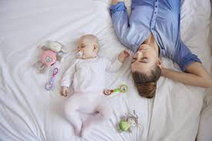 هل يؤثر الإنجاب على نوم الأهل