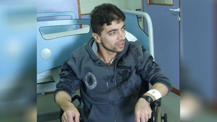 الأسير الجريح والمقعد معتز عبيدو يعلن إضرابه عن الطعام