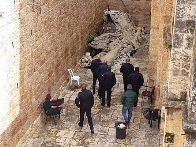 """قائد شرطة الاحتلال وضباط في """"الشاباك"""" يقتحمون مصلى باب الرحمة"""