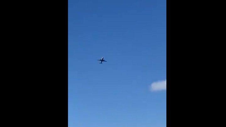مشاهد مرعبة لرياح عاتية تتلاعب بطائرة حاولت الهبوط!
