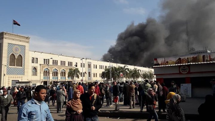 عمل بطولي لشاب مصري أنقذ 4 أشخاص في حادث محطة القطار