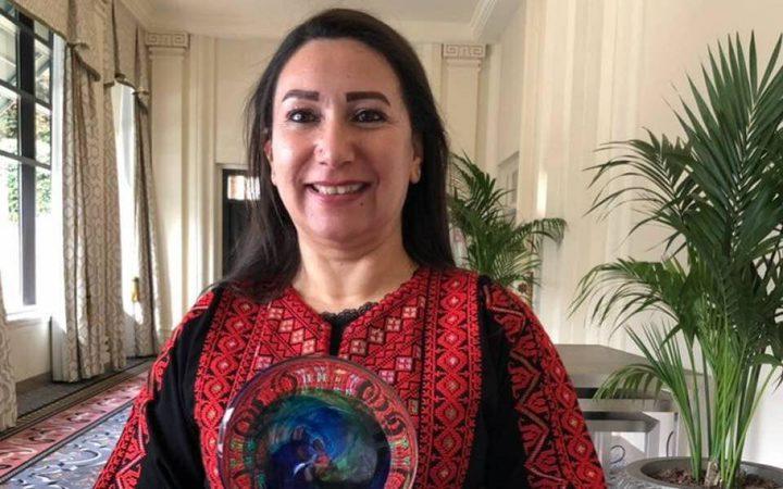 أميرة شاهين أول فلسطينية تحصد جائزة عالمية في مجال المرأة