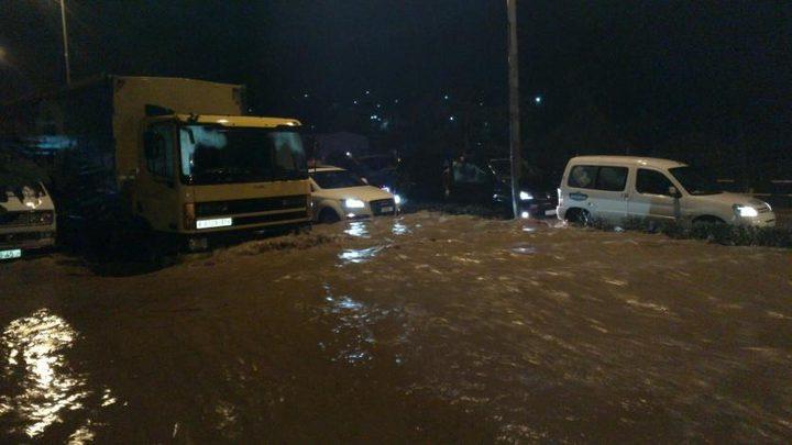 إغلاق شوارع في بدو وسميراميس وكفر عقب بالقدس بسبب الأمطار الغزيرة