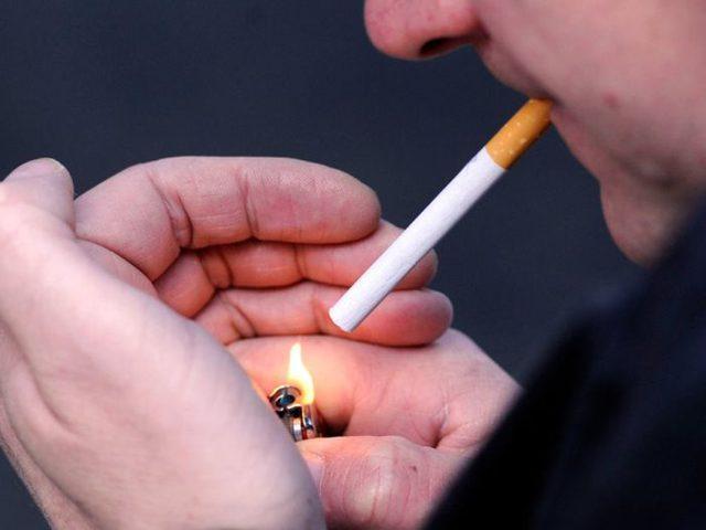 بسبب سيجارة.. شاب روسى يغادر المستشفى والسكين فى ظهره