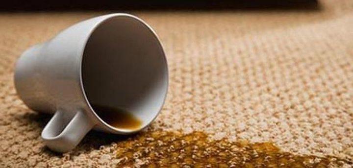 4 طرق طبيعية لإزالة بقع الشاي عن السجاد
