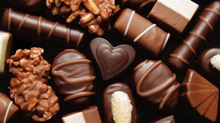 هل تساعد الشوكولاته الداكنة في الحفاظ على شباب البشرة ؟