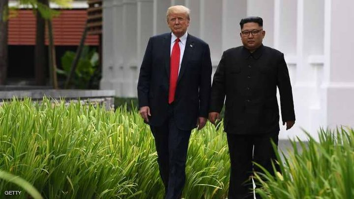"""بعد القمة الفاشلة.. ترامب """"يغازل"""" كيم"""