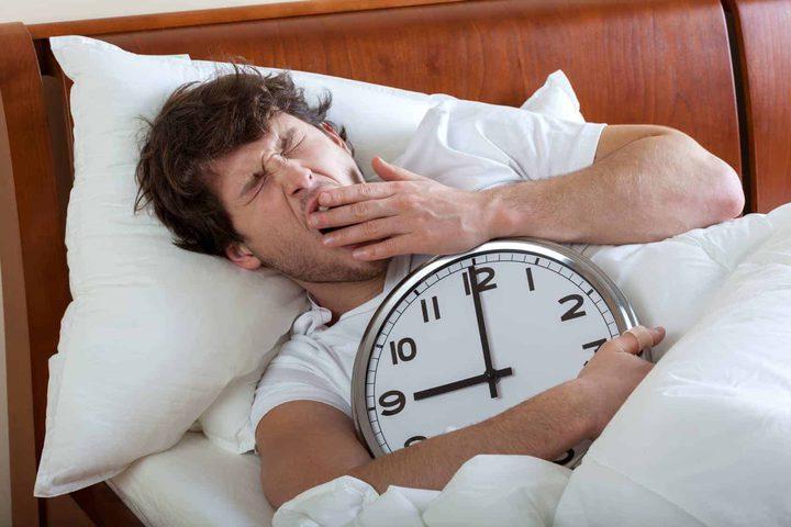 دراسة: النوم مدة أطول في عطلة الأسبوع لا يعوض ما فاتتك من النوم