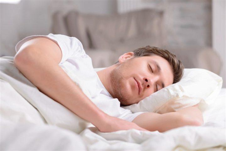 دراسة: كفاية النوم تفيد الشرايين