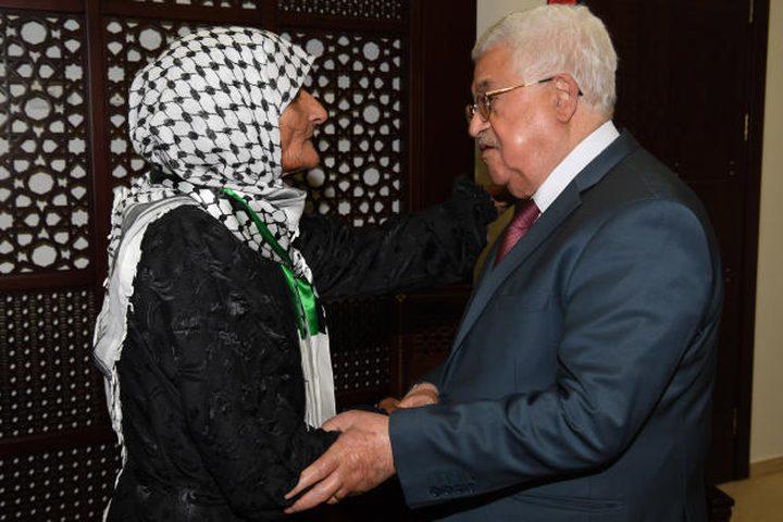 الرئيس عباس يستجيب لطلب عائلة شهيد ويوعز باستكمال بناء منزلها