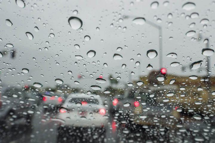 الطقس: اجواء باردة وزخات متفرقة من الأمطار