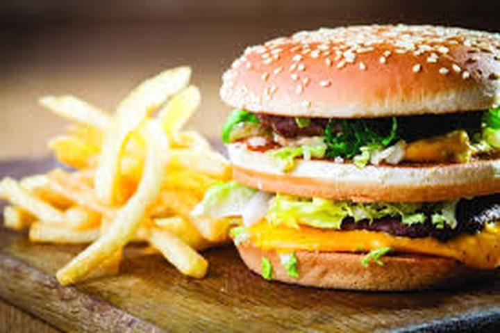 دراسة: البرغر والبطاطا المقلية تسبب مشاكل فورية في خلايا القلب
