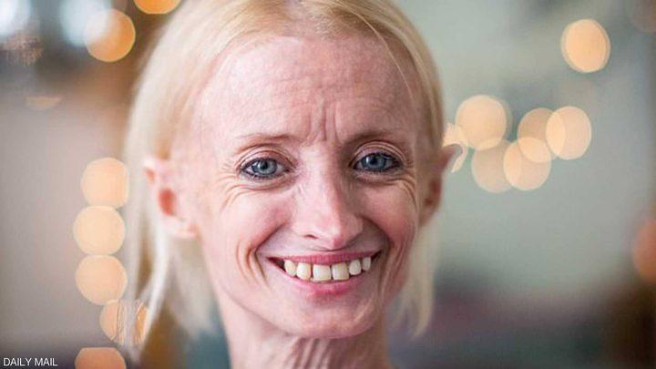 أمريكية في العشرينيات من عمرها..ولكن ملامح وجهها تظهر العكس تماما