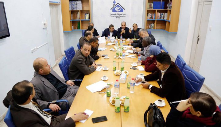 صحفيون وحقوقيون يطالبون إعلام حماس الالتزام باتفاق إصدار البطاقة
