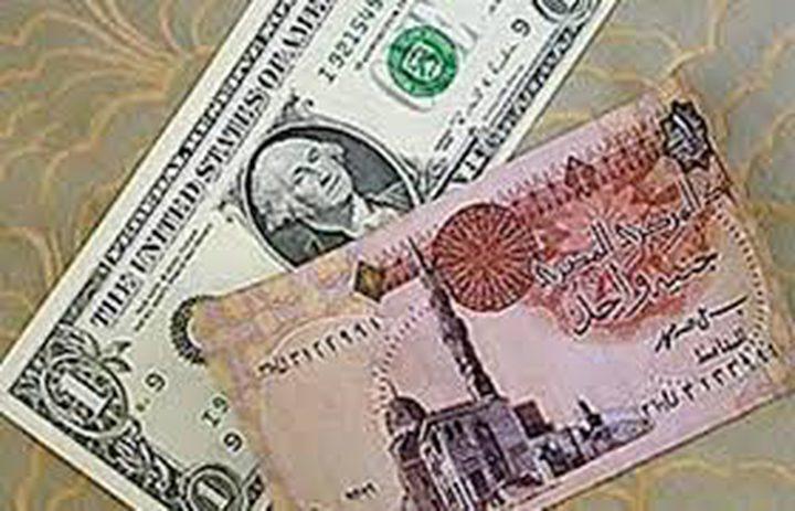 استطلاع يتوقع تراجع العملة المصرية أمام الدولار إلى 18 جنيها