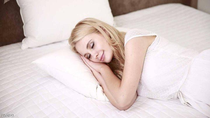 """تعويض السهر بـ""""نوم العطلة"""".. دراسة تحسم الجدل"""