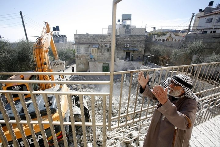 الاحتلال يهدم مغسلة سيارات في بيت صفافا لصالح القطار الخفيف