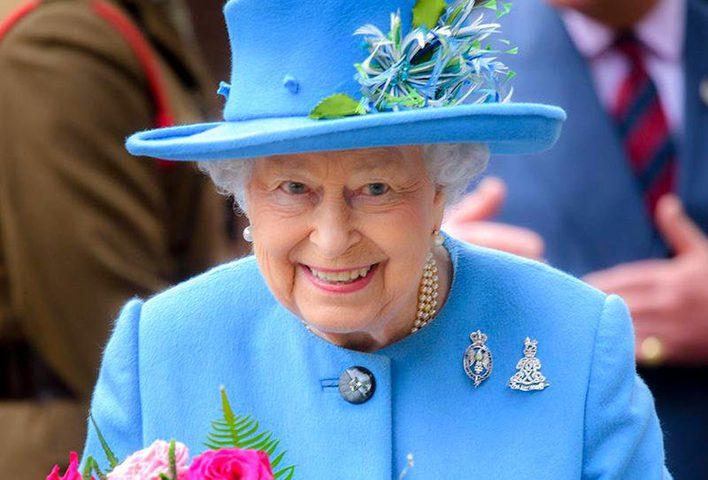 صورة للملكة إليزابيث تثير قلق الجميع.. هذا ما يحصل ليدها!