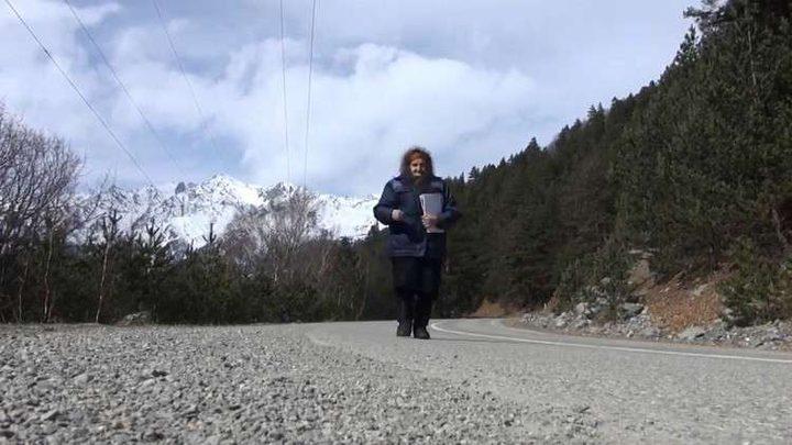 مسنة روسية في الـ 82 من عمرها تواصل عملها الشاق!