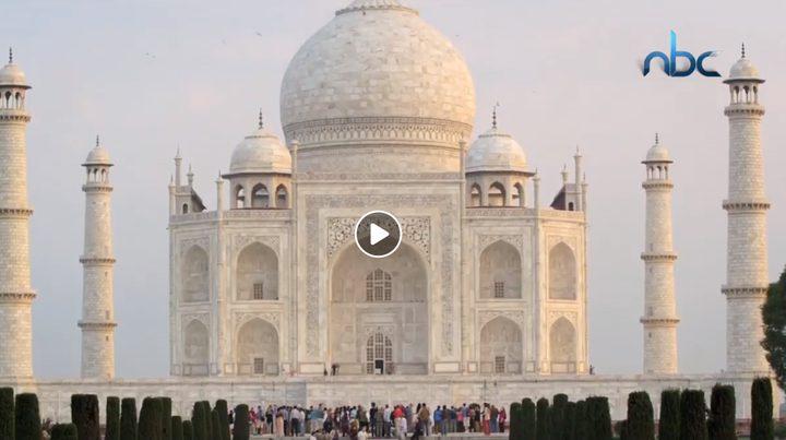 سافر معنا إلى الهند
