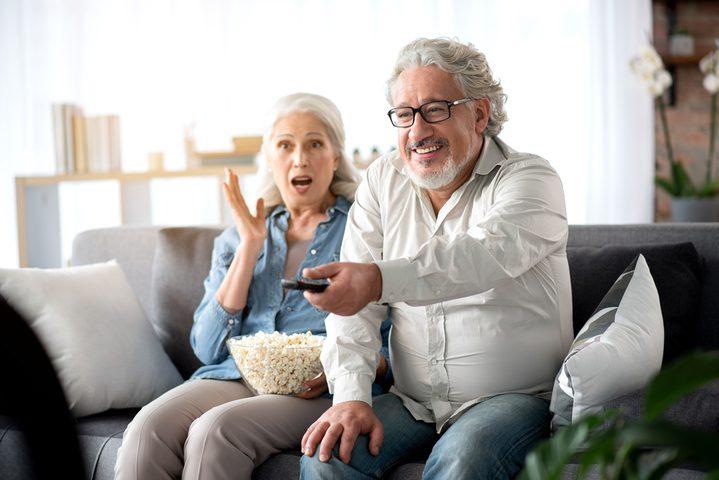 مشاهدة التلفاز في منتصف العمر بكثرة وتأثيراته على الذاكرة