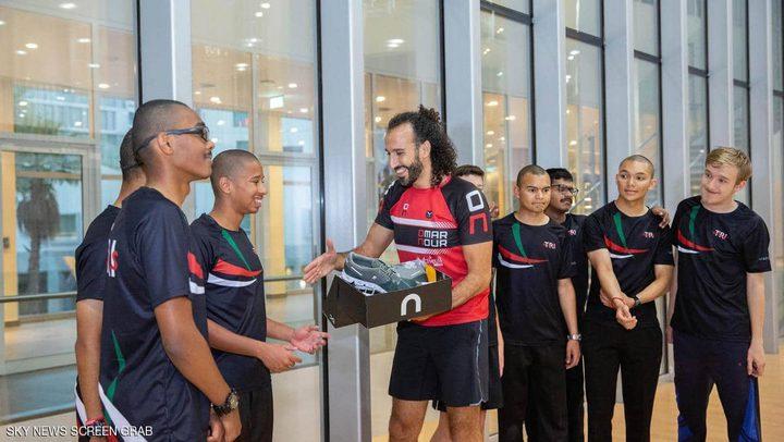 نجم مصري عالمي يتبرع بأحذية جري لرياضيي الأولمبياد الخاص