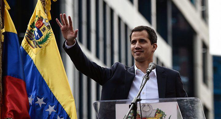 السفارة الروسية في فنزويلا تصف غوايدو بالمحتال