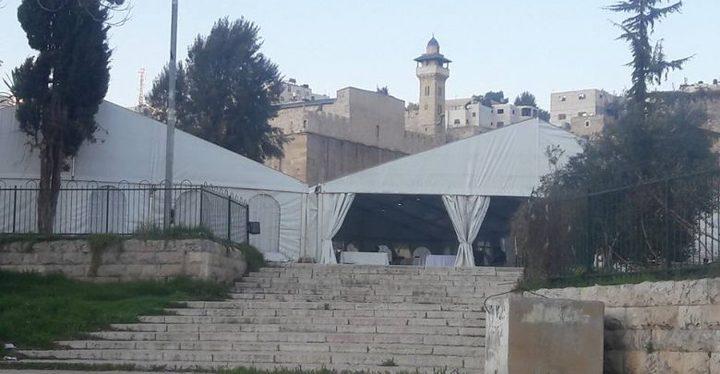 الاحتلال ينصب خياما في ساحة المدرسة الإبراهيمية بالخليل
