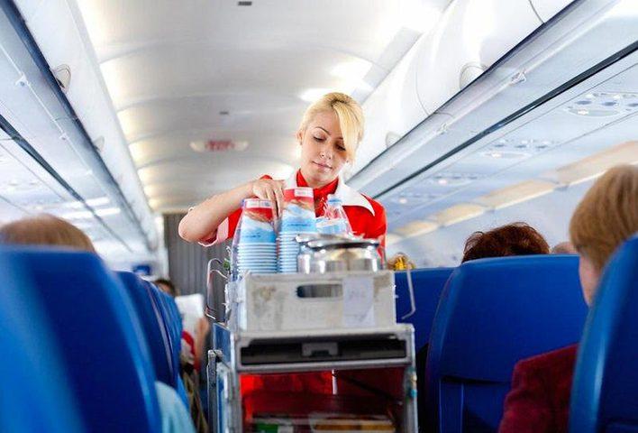 في حادثة غريبة.. طائرة تهبط اضطرارياً بسبب «القهوة والشاي»