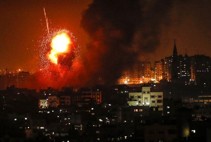 طيران الاحتلال الحربي يُغير على أهداف في قطاع غزة