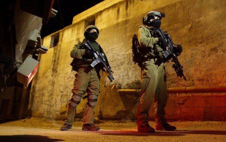 الاحتلال يشن حملة مداهمات واعتقالات في الضفة