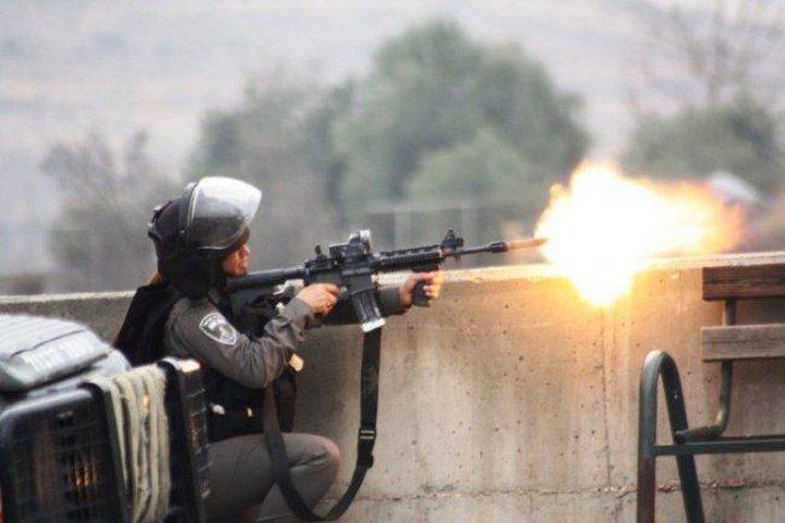 إصابتان إحداهما خطيرة خلال اقتحام الاحتلال ومستوطنيه بلدة حلحول