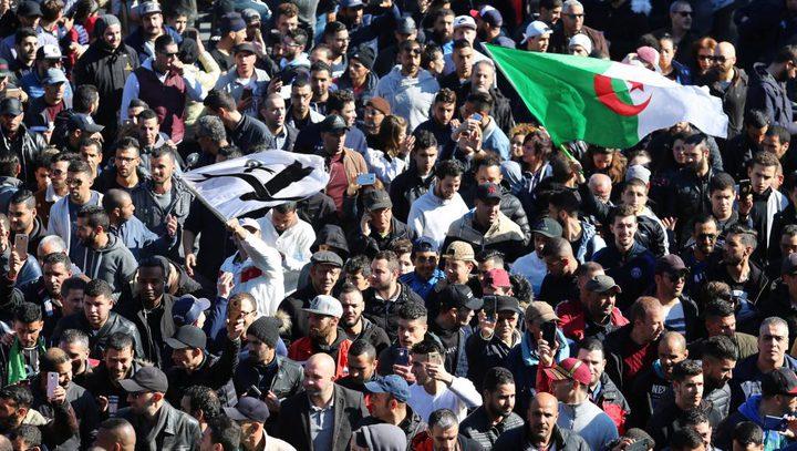 المعارضة الجزائرية تدعو مرشحو الرئاسة للانسحاب والانضمام للشعب