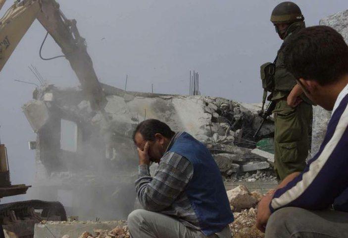 الاحتلال يخطر بهدم منزلين في بيت جالا