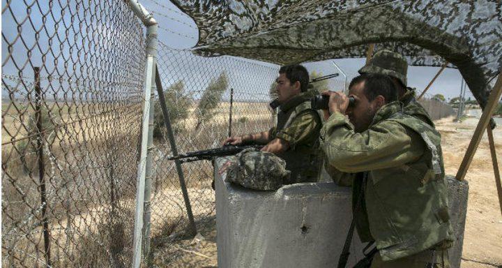 قوات الاحتلال تعتقل فتتين بزعم اجتياز السياج الفاصل