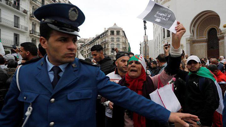 الحزب الحاكم بالجزائر ينفي استقالة نواب وانضمامهم للاحتجاجات