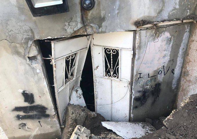 عائلة مقدسية في خطر نتيجة انهيارات أرضية بسبب حفريات الاحتلال