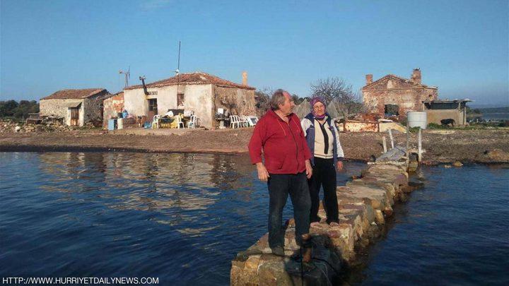 زوجان تركيان يختاران حياة العزلة في جزيرة نائية لمدة 15 عام!
