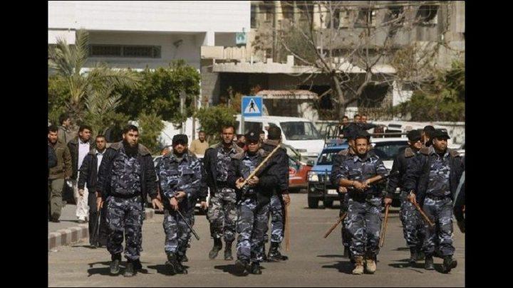 أمن حماس يعتدي على صحفي وتصادر هاتفه في دير البلح