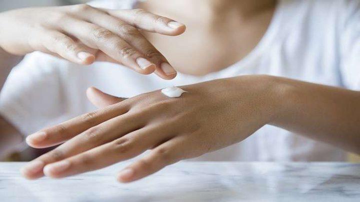 هل يقلل مرطب الجلد حقا من خطر مرض لا دواء له؟