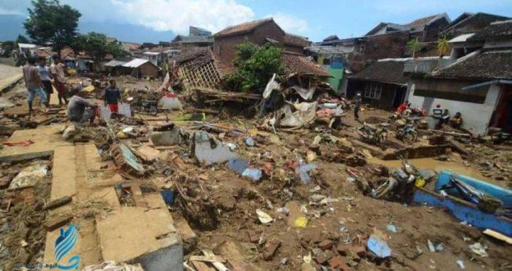 ارتفاع حصيلة قتلى فيضانات إندونيسيا إلى 92