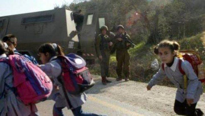 إصابات بالاختناق في صفوف طلبة عوريف خلال مواجهات مع الاحتلال