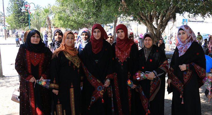 الأمهات الفلسطينيات تضحيات متواصلة وعطاء لا ينضب