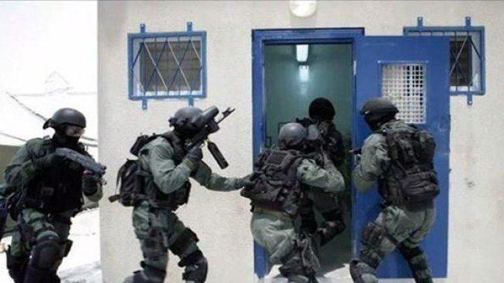 """40 إصابة باعتداء إدارة السجون على اسرى بـ""""ريمون"""""""