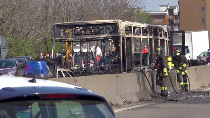 سائق يضرم النار فى حافلة أطفال بإيطاليا احتجاجا على غرق المهاجرين
