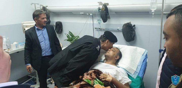 اللواء حازم عطا الله يزور الدكتور عاطف ابو سيف