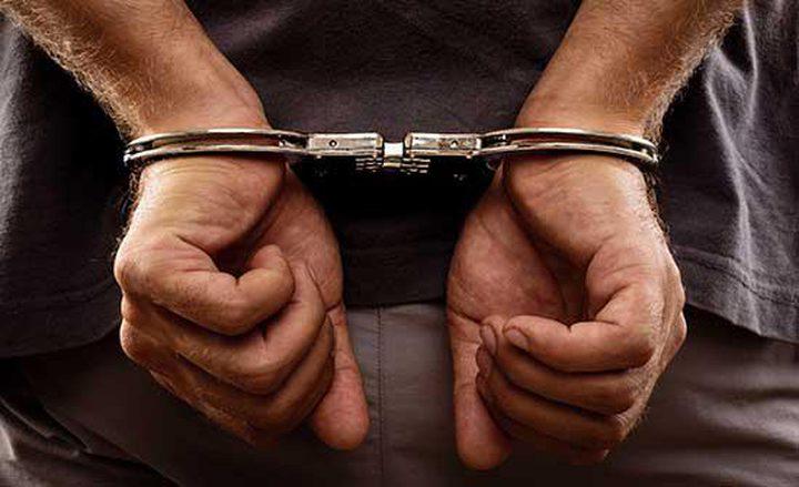 القبض على فارّ من العدالة عليه أكثر من (150) ألف شيكل