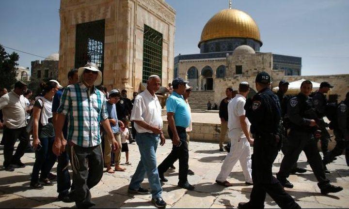 عشرات المستوطنين يقتحمون الأقصى تحت حراسة جنود الاحتلال