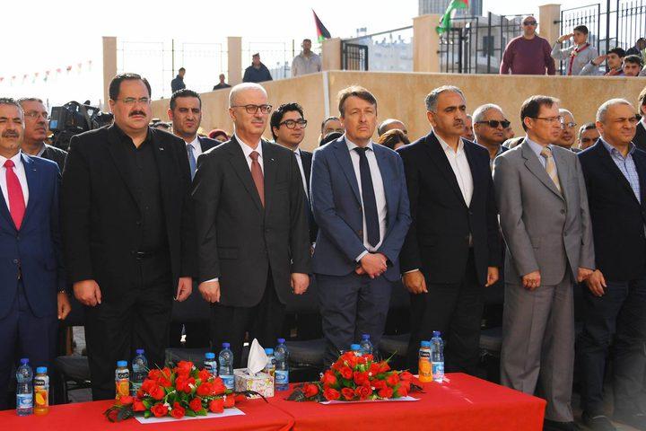 افتتاح وتدشينرئيس حكومة تسيير الأعمال رامي الحمد اللهافتتاح لمدرسة كروم الشمالي الأساسية للذكور.